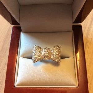Jewelry - Silver crystal bow ring